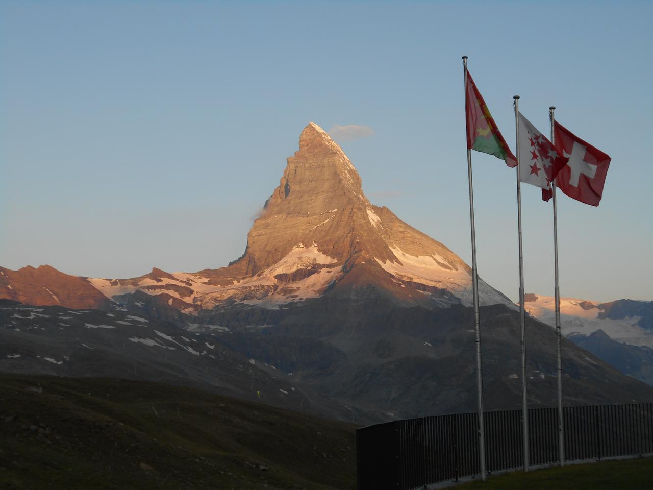 画像: 朝一番は山が特にきれいに見れます!!(弊社スタッフ撮影)