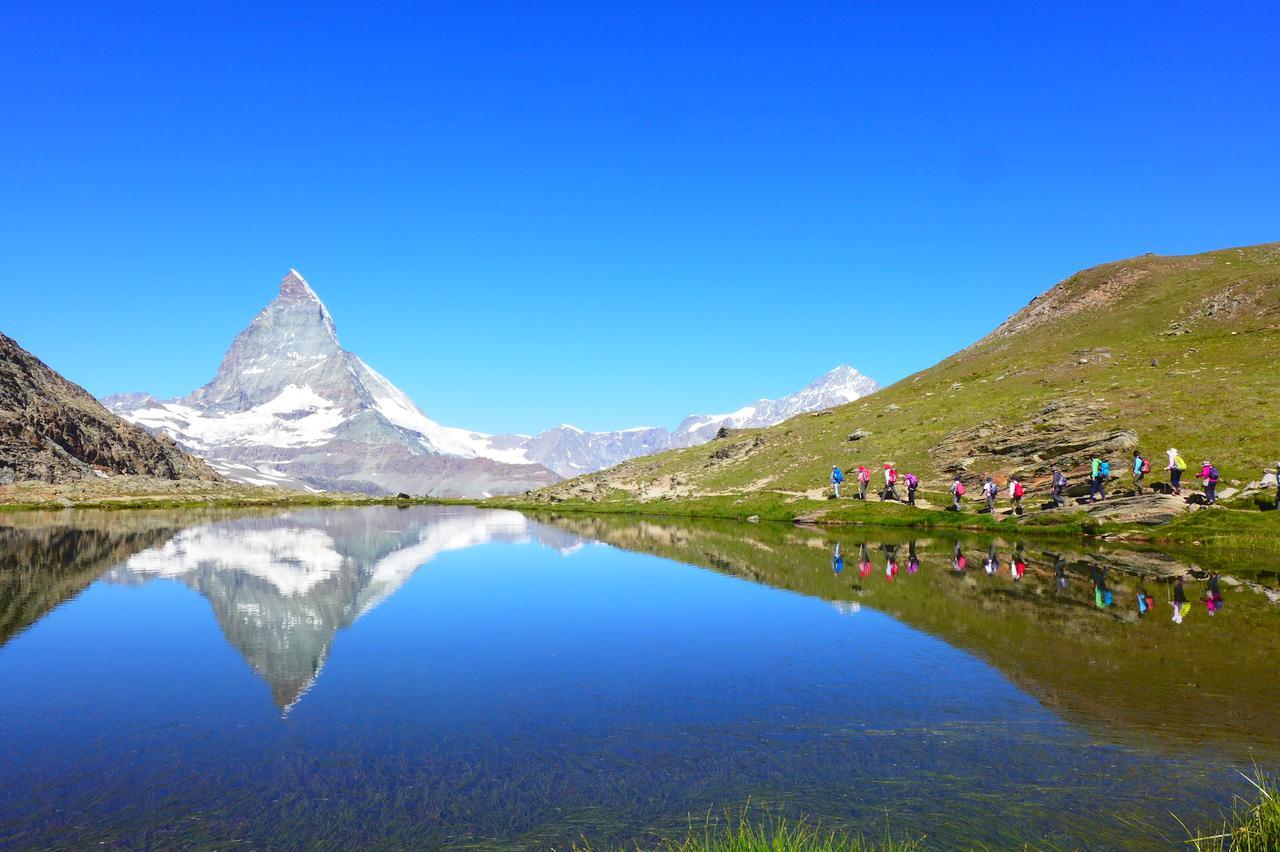 画像: 湖面に映る、逆さマッターホルンが見れるハイキング(弊社スタッフ撮影)