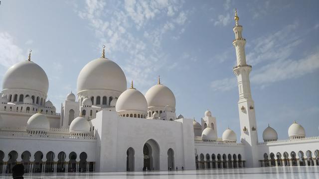 画像: アブダビのシェイクザイードモスク(弊社スタッフ撮影)