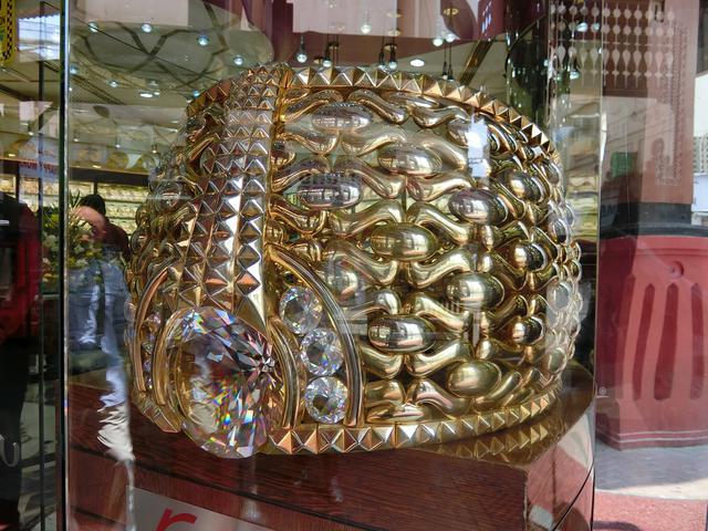 画像: 世界一大きな金の指輪のある ゴールドスーク (弊社スタッフ撮影)