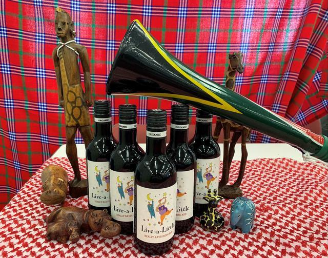 画像: 世界でも有数のワインの産地である南アフリカの赤ワインです。南アフリカはワインづくりに適した気候のため、数多くのワイナリーがあり、その味も世界中のワイン好きに愛されています。