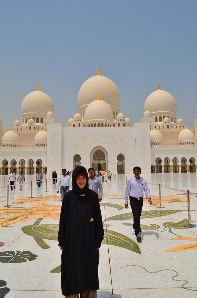 画像: モスク観光時の服装(弊社スタッフ)