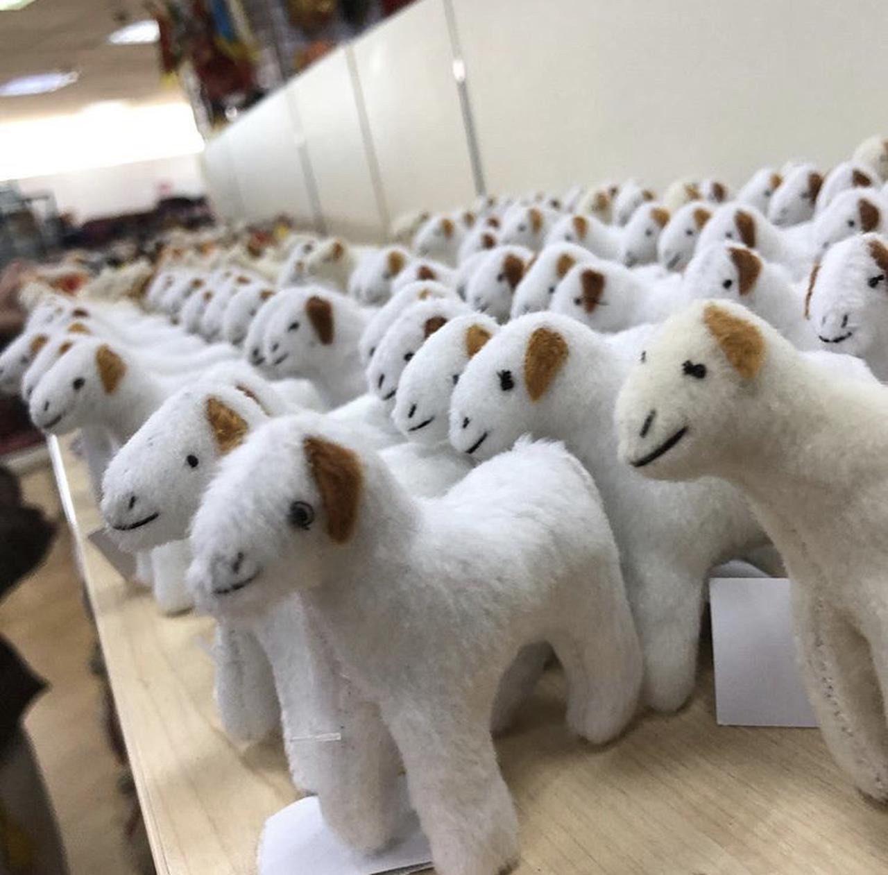 画像: フェルトでできた羊のぬいぐるみ(イメージ)/スタッフ撮影
