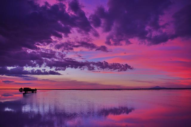 画像: 夕刻のウユニ塩湖(筆者撮影)