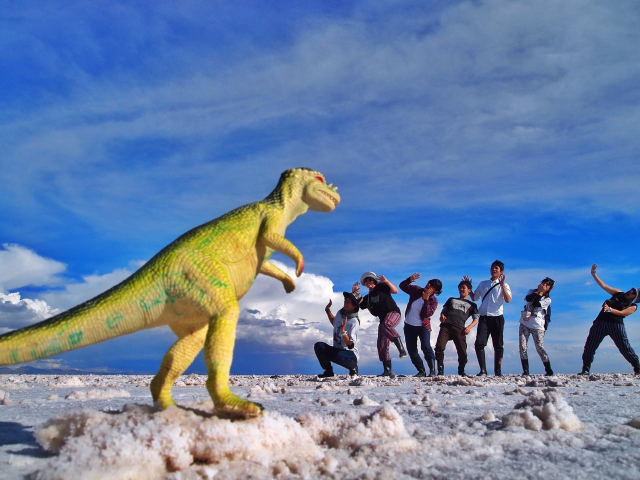 画像: 恐竜のおもちゃを使ったトリック写真(筆者撮影)
