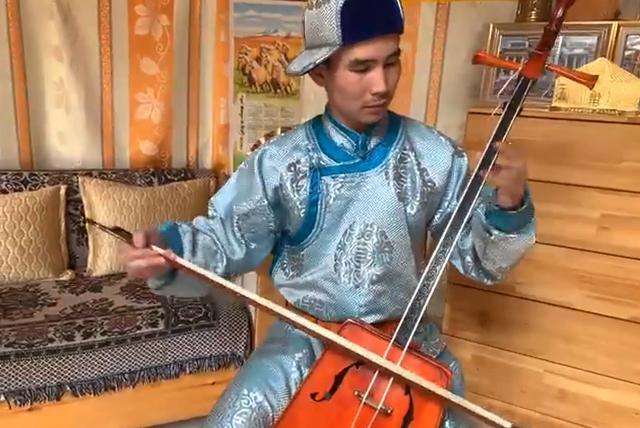 画像: 馬頭琴の演奏