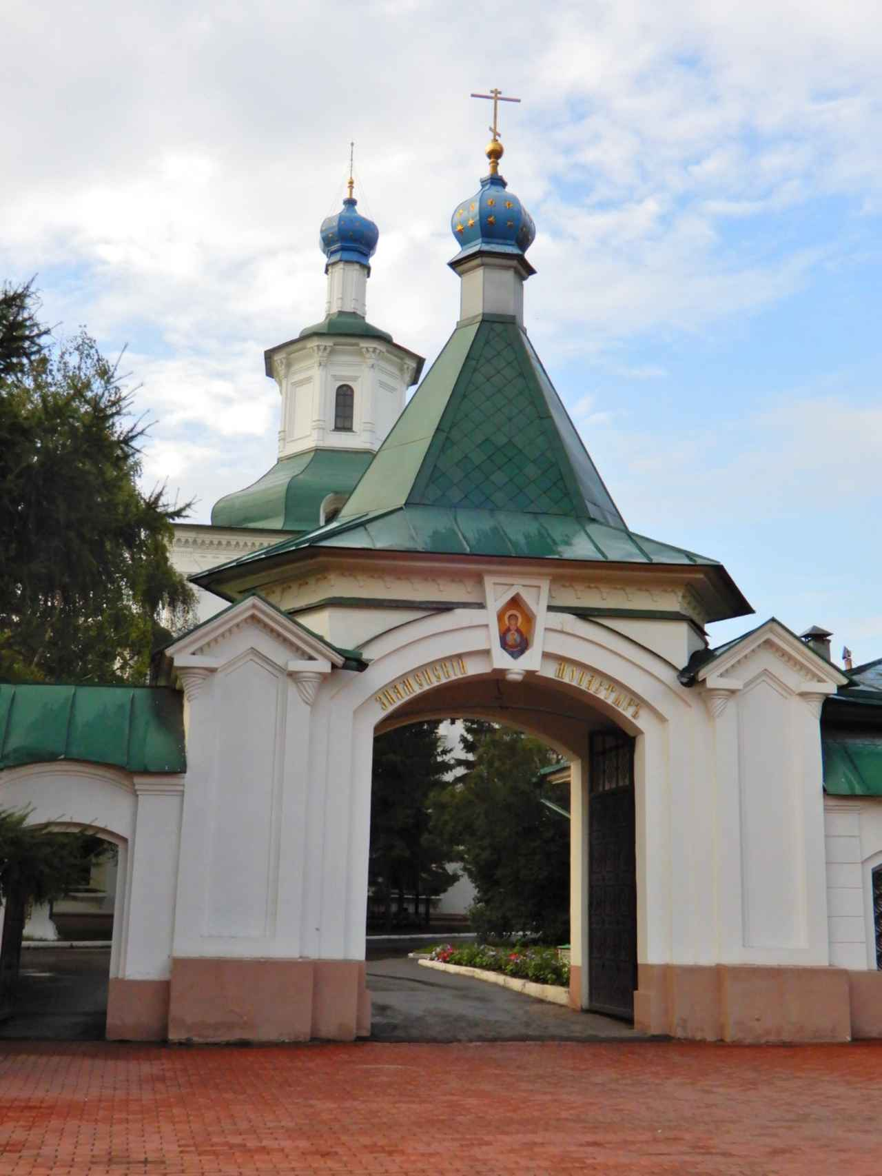 画像: 18世紀に創設されたロシア正教会のズナメンスキー修道院(弊社社員撮影)