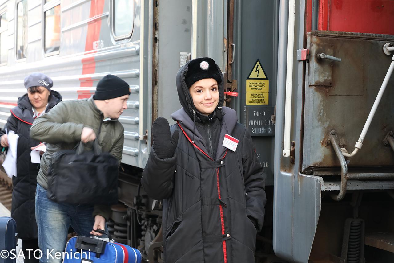 画像: フレンドリーなシベリア鉄道の乗務員(イメージ)