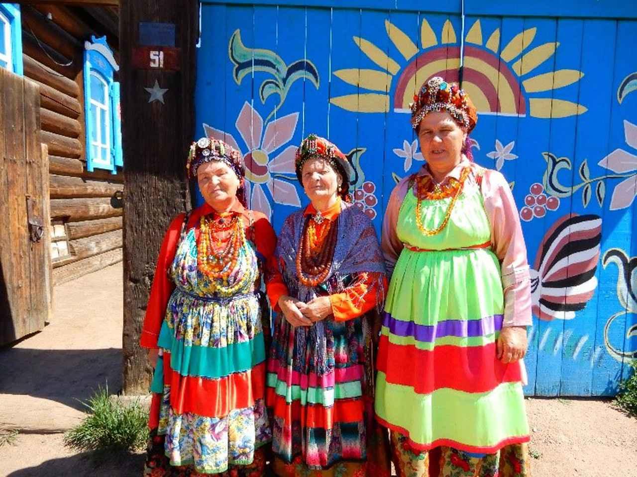 画像: セメイスキエ ロシア古儀式派の伝統を守り続けている人々。カラフルな民族衣装が特徴。(弊社社員撮影)