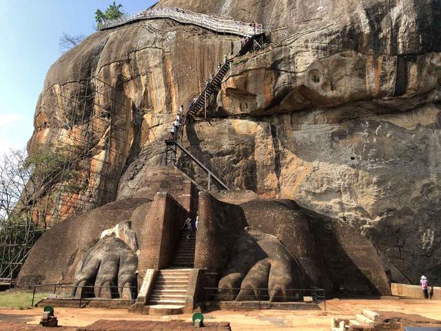 画像: 世界遺産シギリヤ・ロック/ライオンのテラス この階段を登れば頂上です!(企画担当者撮影/イメージ)