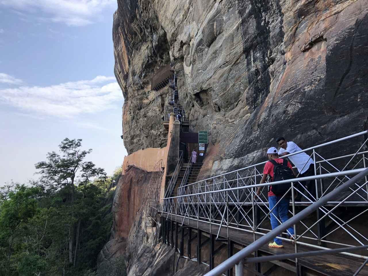 画像: 世界遺産シギリヤ・ロック/頂上までの道のりは一方通行 途中で引き返せませんのでご注意を!(イメージ)
