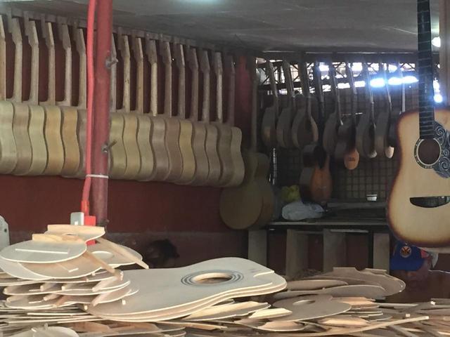 画像: マクタン島 ギター工場(企画担当者撮影 2019年3月)
