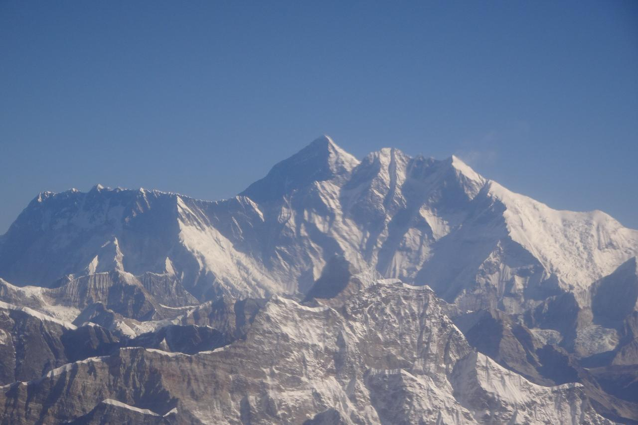 画像1: エベレスト遊覧飛行(イメージ/弊社スタッフ撮影)※天候により中止となる場合がございます
