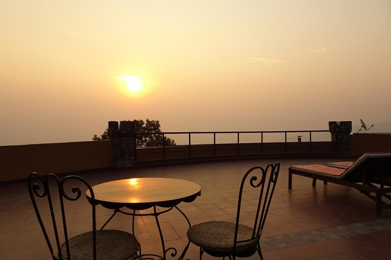 画像: クラブヒマラヤ・ナガルコット・リゾート ホテルの屋上(イメージ)
