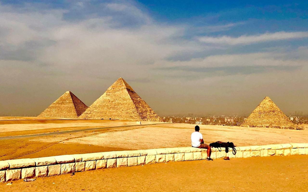 画像: パノラマポイントから撮影したギザの三大ピラミッド(企画担当者撮影/2019年5月)