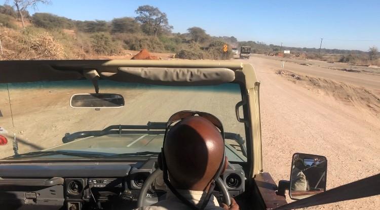 画像: サファリ専用の4WDに乗り換えてサファリ体験へ!(2019年7月 担当者撮影)
