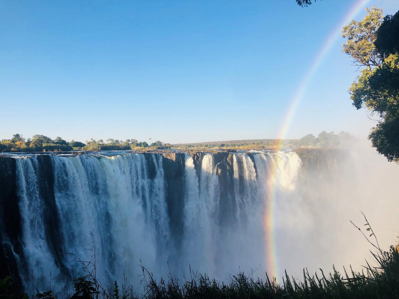 画像: ジンバブエ側から見たビクトリアの滝(2019年7月 担当者撮影)