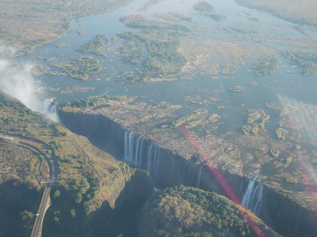 画像: 上空から見たビクトリアの滝(2019年7月 担当者撮影)