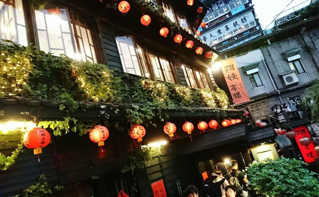 画像: 九フンで人気の茶芸店「阿妹茶楼」は日本の人気アニメーション映画のモデルとなったと言われています(弊社スタッフ2019年6月撮影)