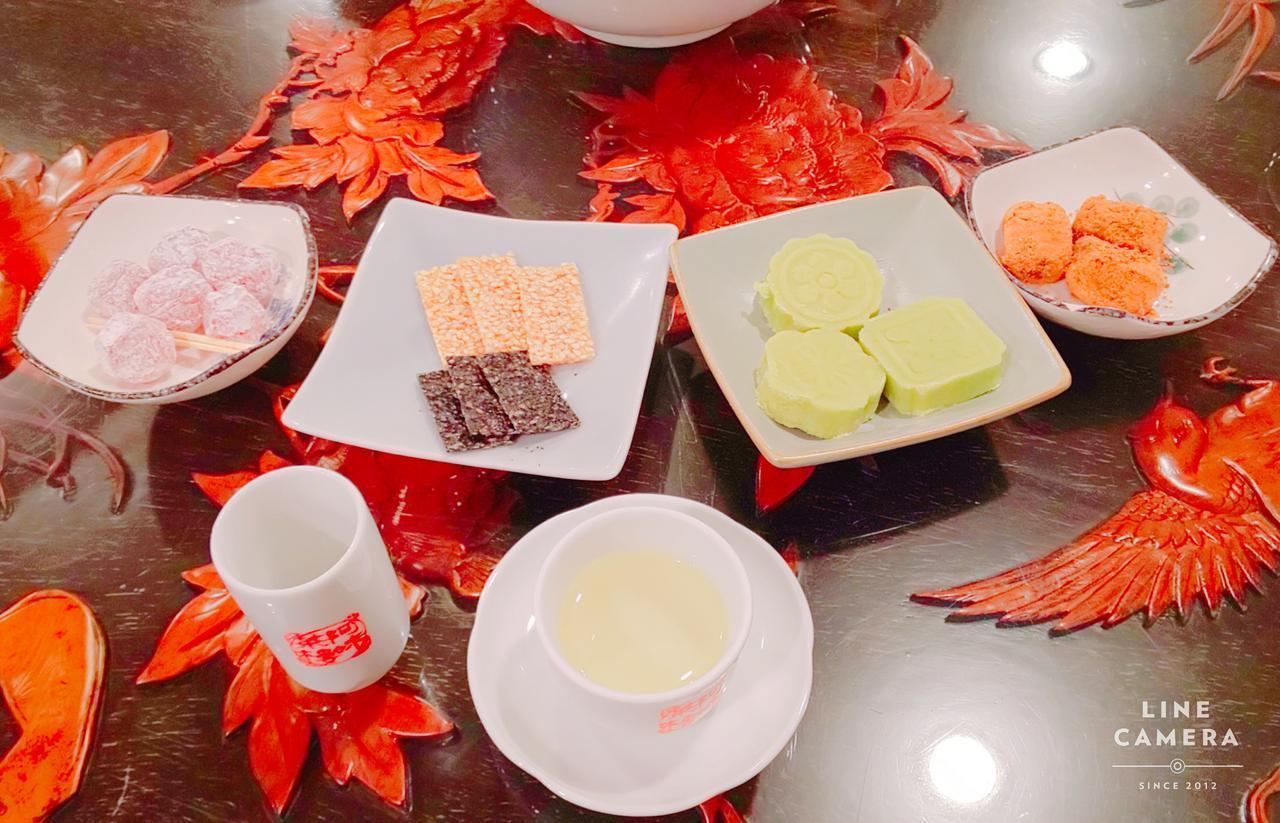 画像: 茶とお菓子のセット(弊社スタッフ2019年6月撮影)