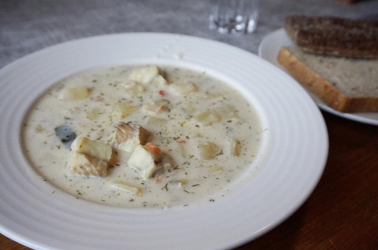 画像: トゥントゥリホテルで食べたサーモンスープ/筆者撮影(イメージ)
