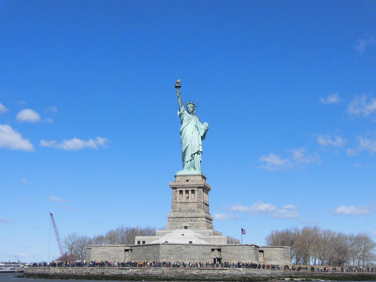 画像: リバティ島に上陸して間近で自由の女神を見学/弊社スタッフ撮影