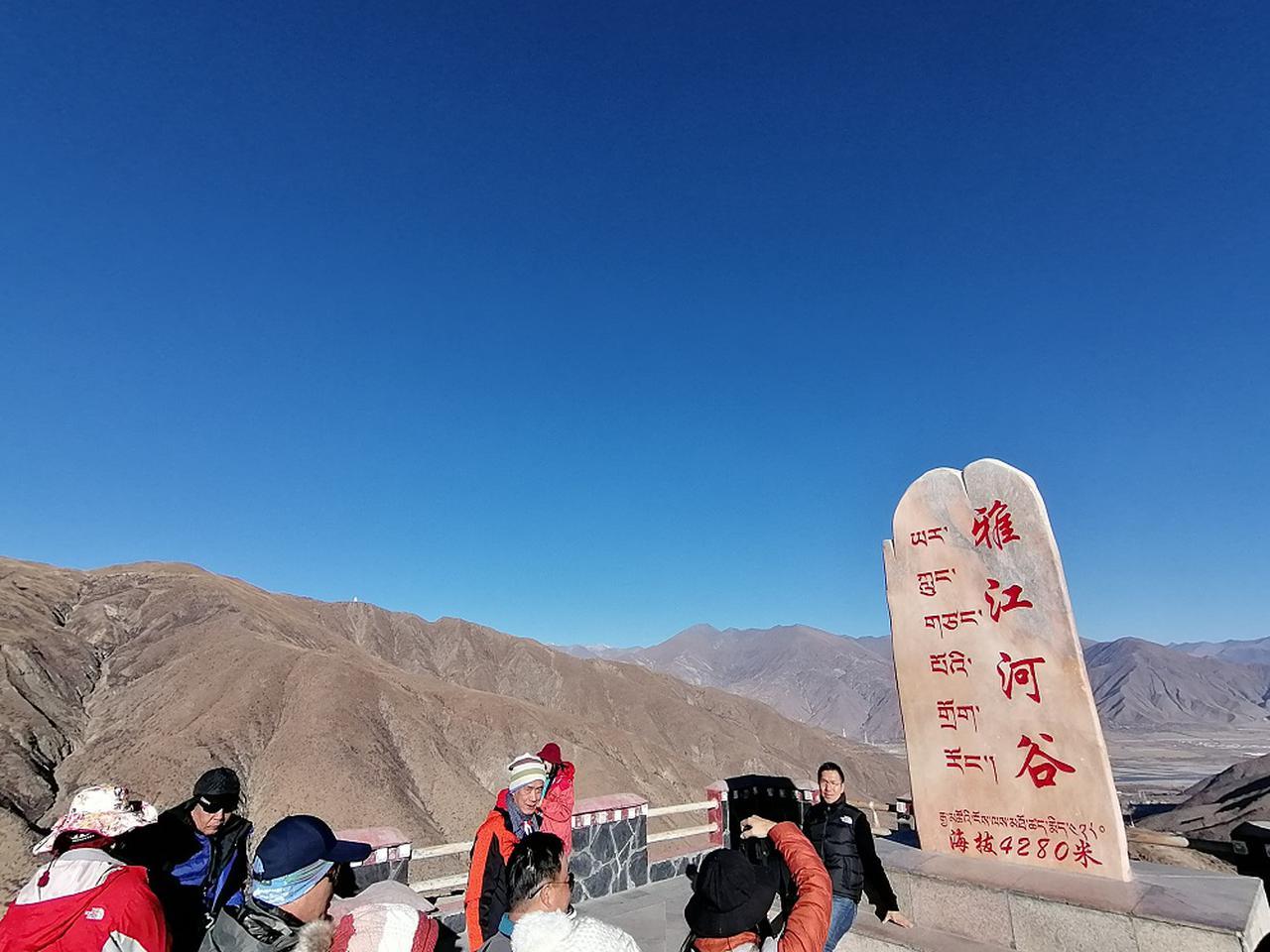 画像: ヤムドク湖への道中で寄った雅江河谷。すでに標高4280メートル。