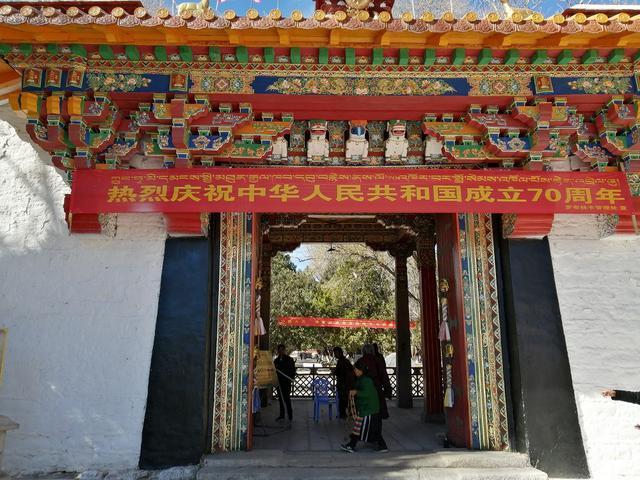画像: 中国建国70周年を祝う看板。