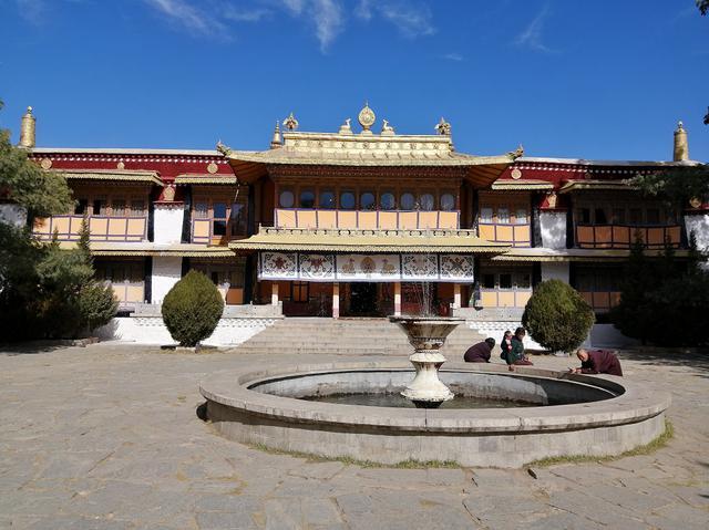 画像: ダライ・ラマ14世が過ごしたタクテン・ミギュ・ポタン。内部は撮影禁止。