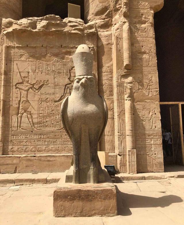 画像: エジプトで一番保存状態のいいホルス神の像(企画担当者撮影/2019年5月)