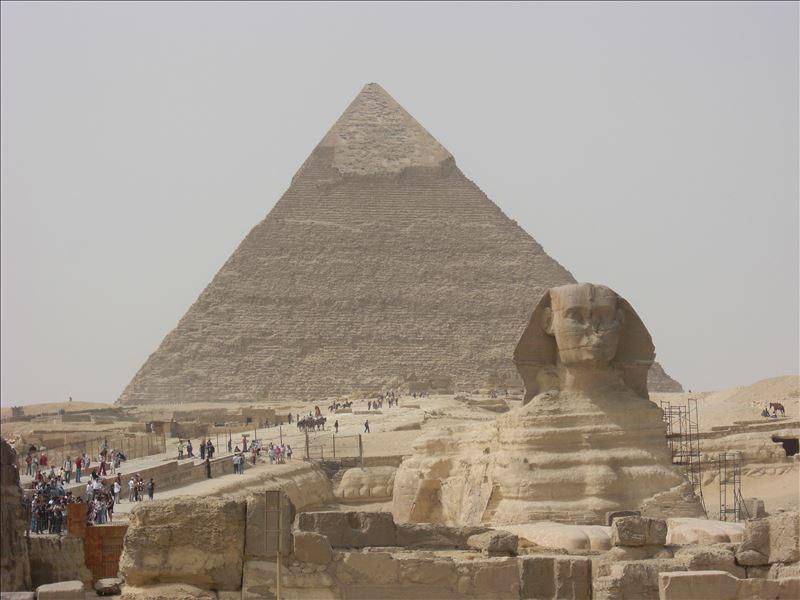画像: スフィンクスとカフラー王のピラミッド(イメージ)