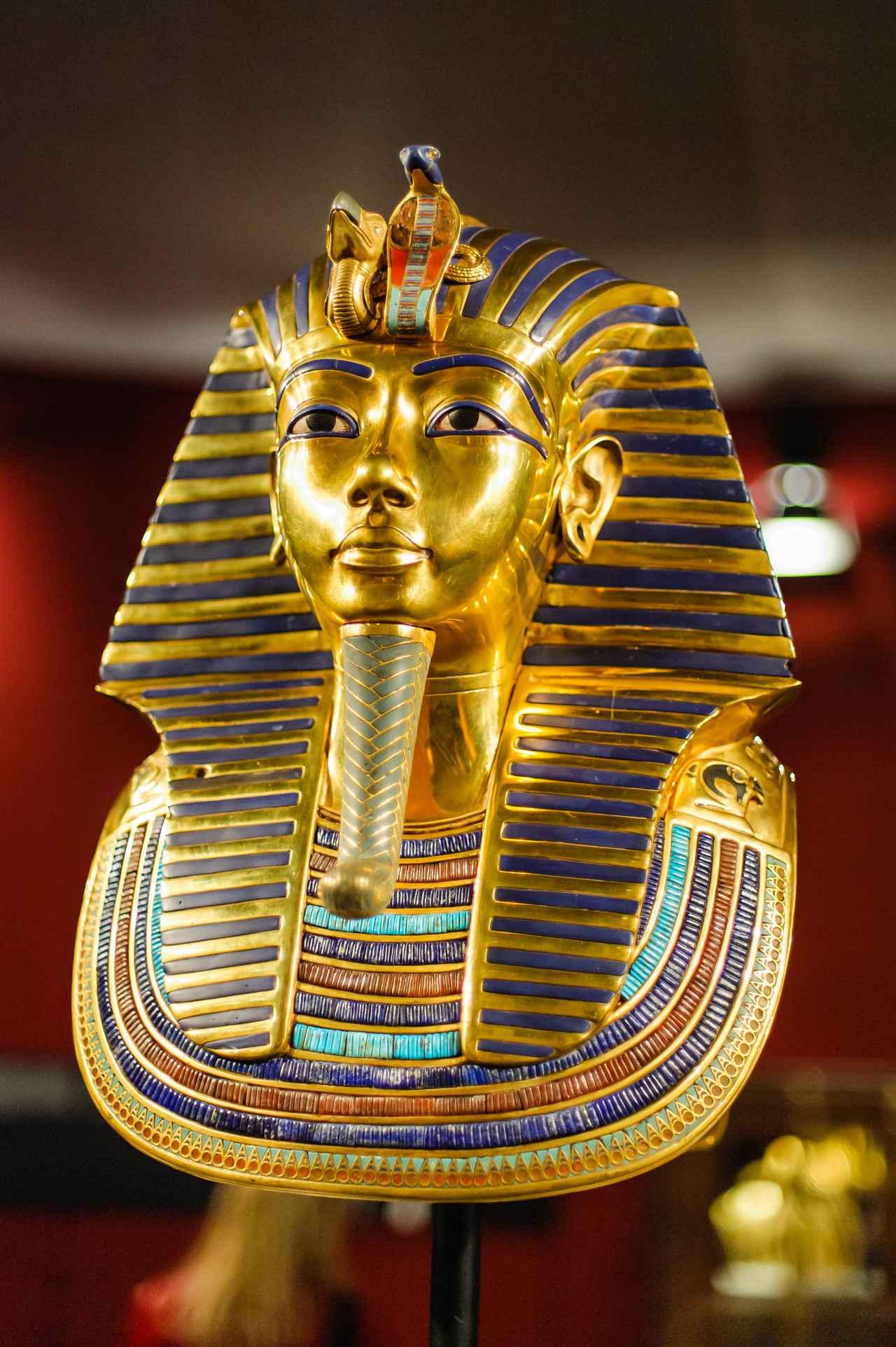 画像: 考古学博物館に収蔵されているツタンカーメンの黄金のマスク(イメージ)