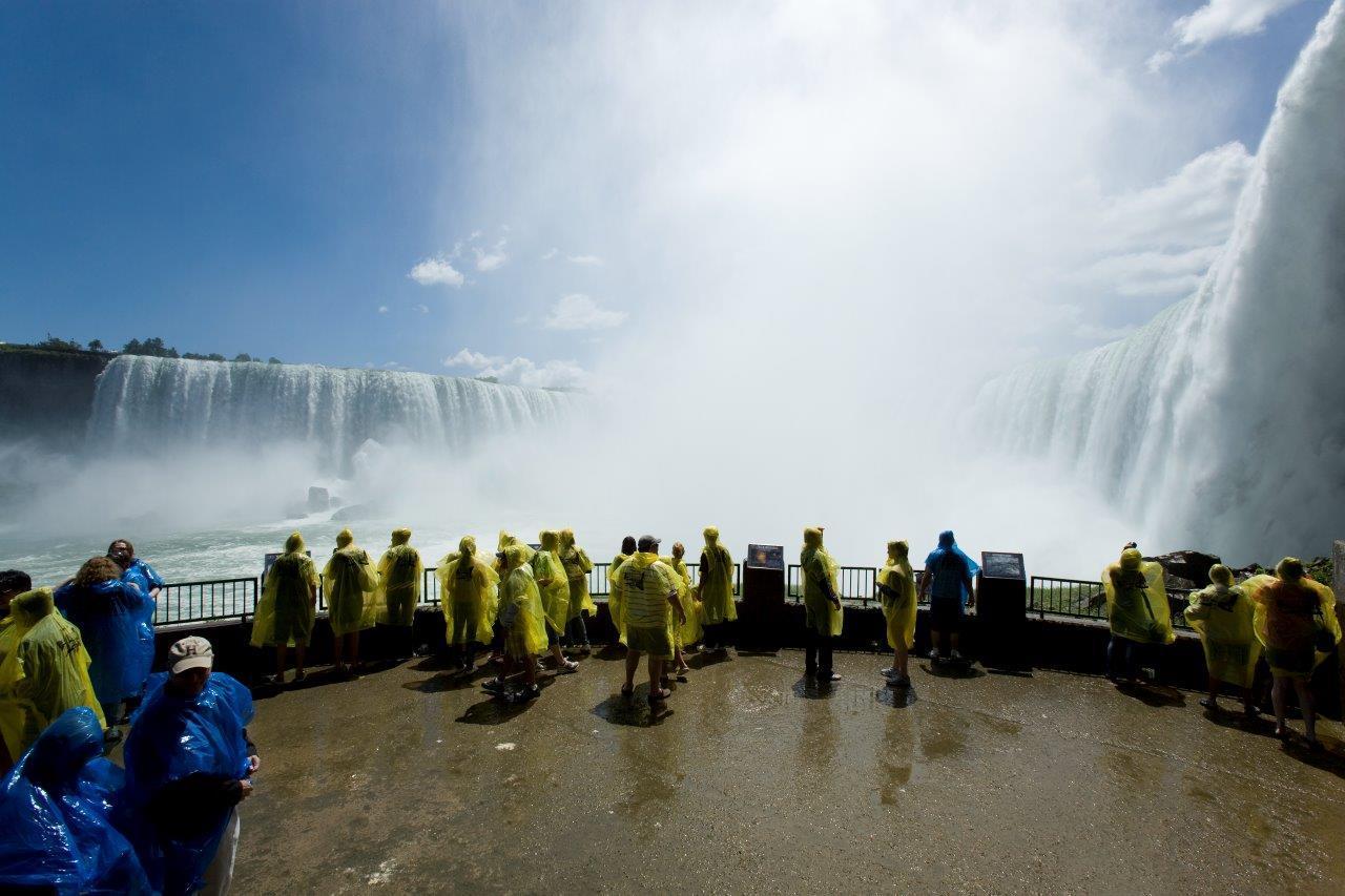 画像: カナダ 世界三大瀑布の一つ ナイアガラの滝