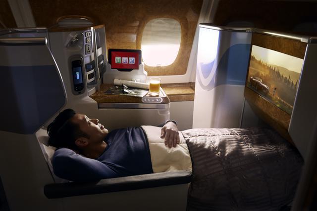 画像: 関西~ドバイ間エミレーツ航空A380ビジネスクラスシート一例※使用機材変更のため、上記の仕様と異なる場合がございます。