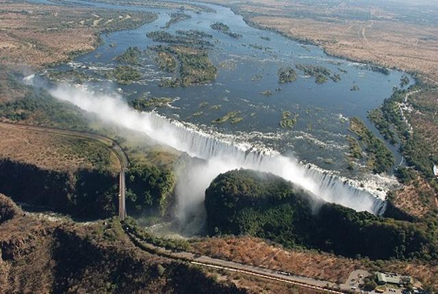 画像: 世界三大瀑布の一つ ビクトリアの滝・長崎県 飯塚邦雄様の作品