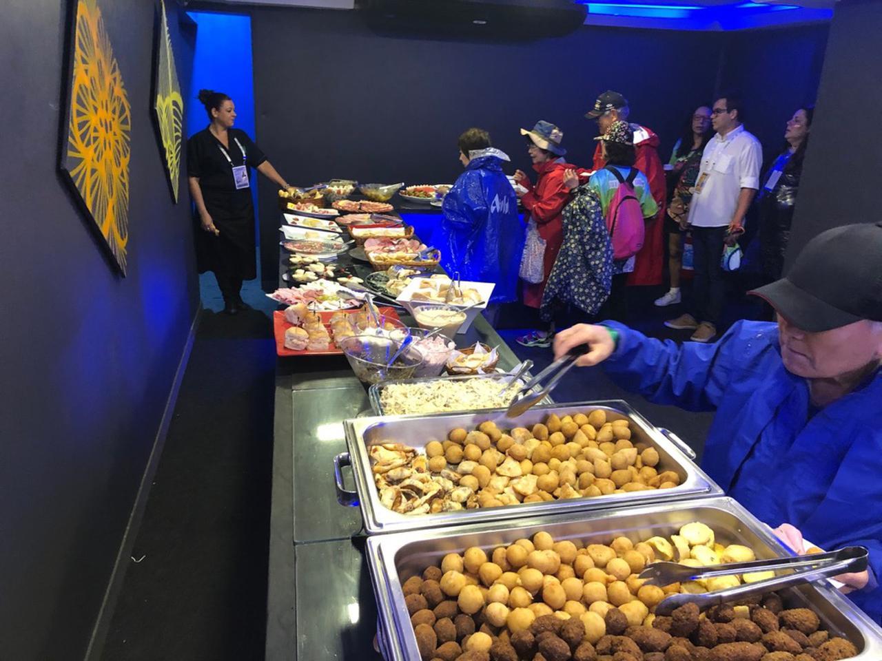 画像: ブラジル名物料理をはじめてするビュッフェも無料で利用可能でした(2020年2月・弊社添乗員撮影)