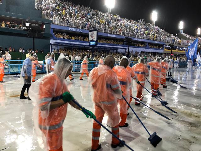 画像: 各チームにお掃除部隊がいます(2020年2月・弊社添乗員撮影)