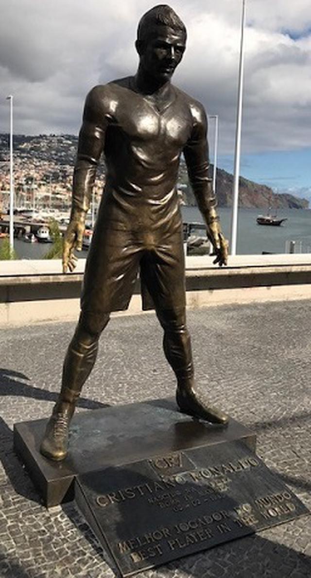画像: 博物館の前にあるC.ロナウドの像 (弊社スタッフ撮影)