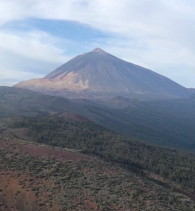 画像: スペイン最高峰 テイデ山(標高3718m)(弊社スタッフ撮影)