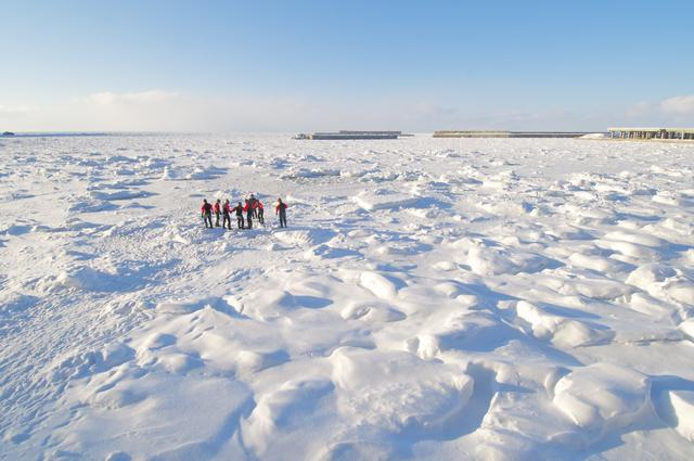 画像: 流氷ウォーク@ゴジラ岩観光