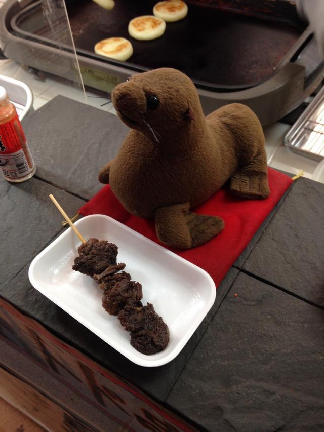 画像: 礼文島観光地売店には珍しいトド肉の串焼きが販売している時も・・・!!