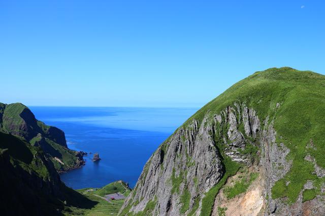 画像: 展望台から見る猫岩(中央)・桃岩(右)