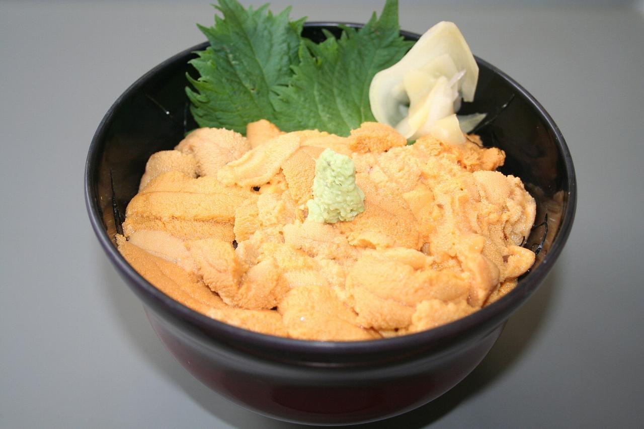 画像: 日本一のウニの産地利尻礼文。これ以上にない新鮮なウニが味わえます♪(ウニ丼・イメージ)