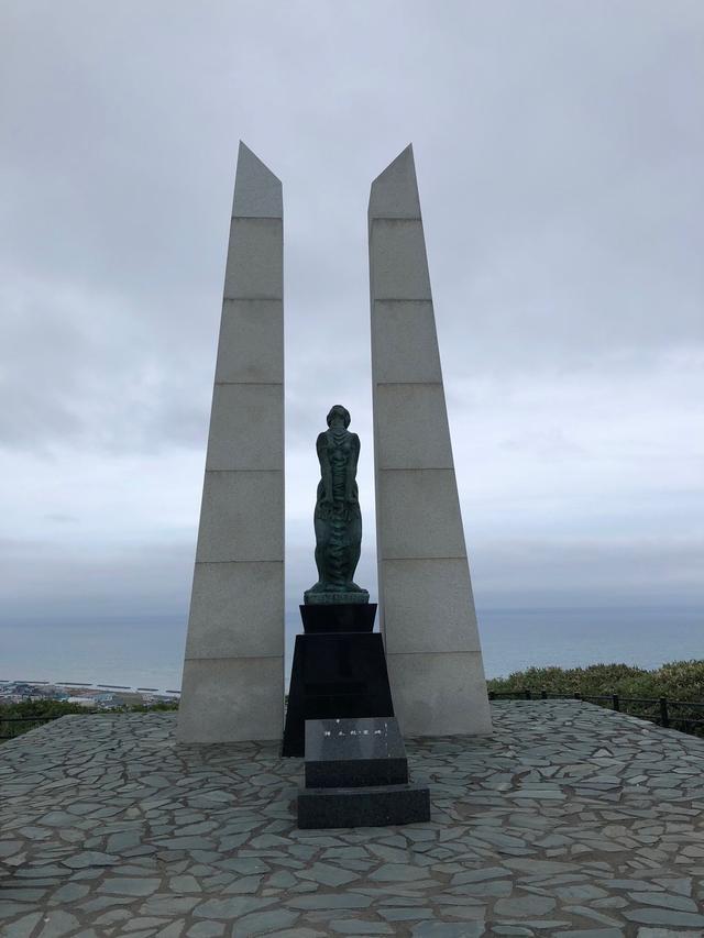 画像: 「稚内公園」 樺太(からふと)への望郷の念と、そこで亡くなった人の霊を慰めるために作られた氷雪の門など見物。晴れた日には樺太の島影も見えます