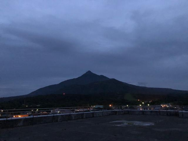画像: 利尻島・北国グランドホテルに連泊。ホテル屋上からは利尻山を一望