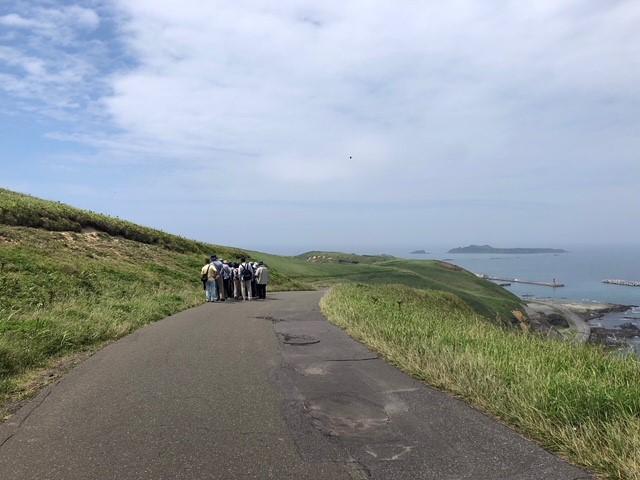 画像: 「江戸屋山道」 礼文島は桃岩展望台などハイキングのイメージが多いですが、多く歩かなくても花を見ることができます。