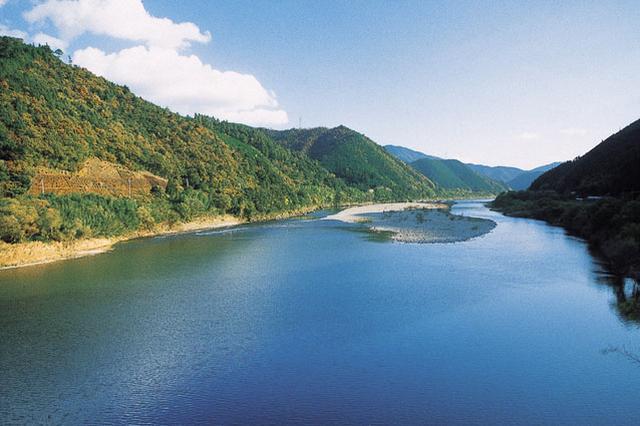 画像: 日本最後の清流と言われる「四万十川」(高知県)