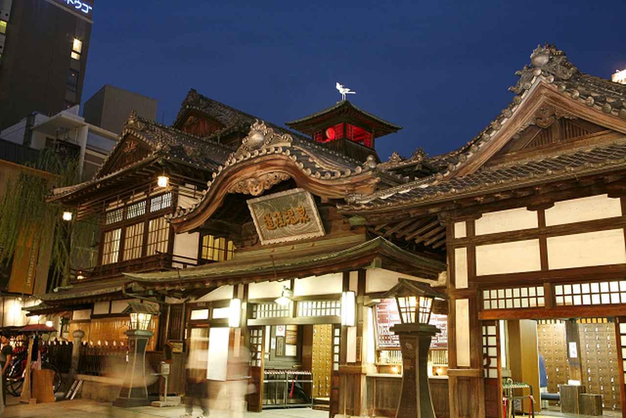 画像: 国の重要文化財・温泉街のシンボル「道後温泉本館」(愛媛)