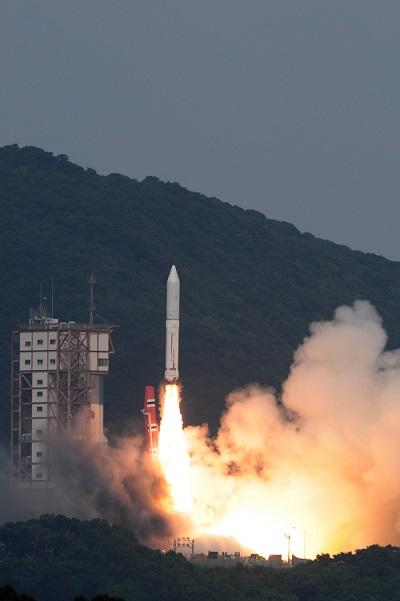 画像: イプシロンロケットの打ち上げの様子(写真提供:肝付町)