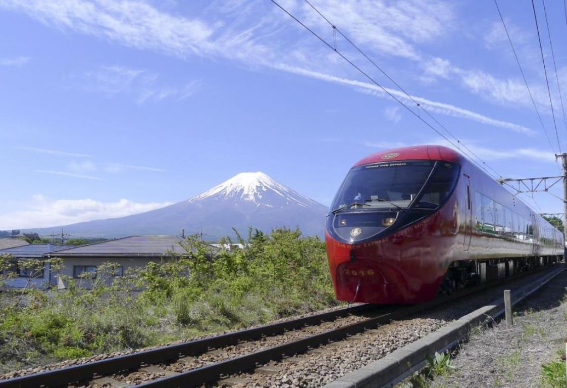 画像: 富士山を間近に望む、富士急行「富士山ビュー特急」! www.fujikyu-railway.jp